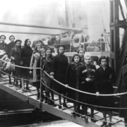 Jewish refugees leaving ship in England